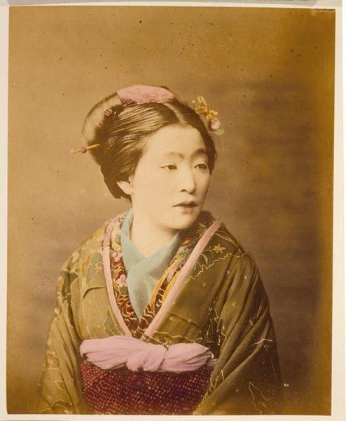 000_sepia_kimono