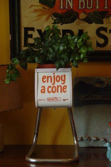 Enjoy_a_cone_1